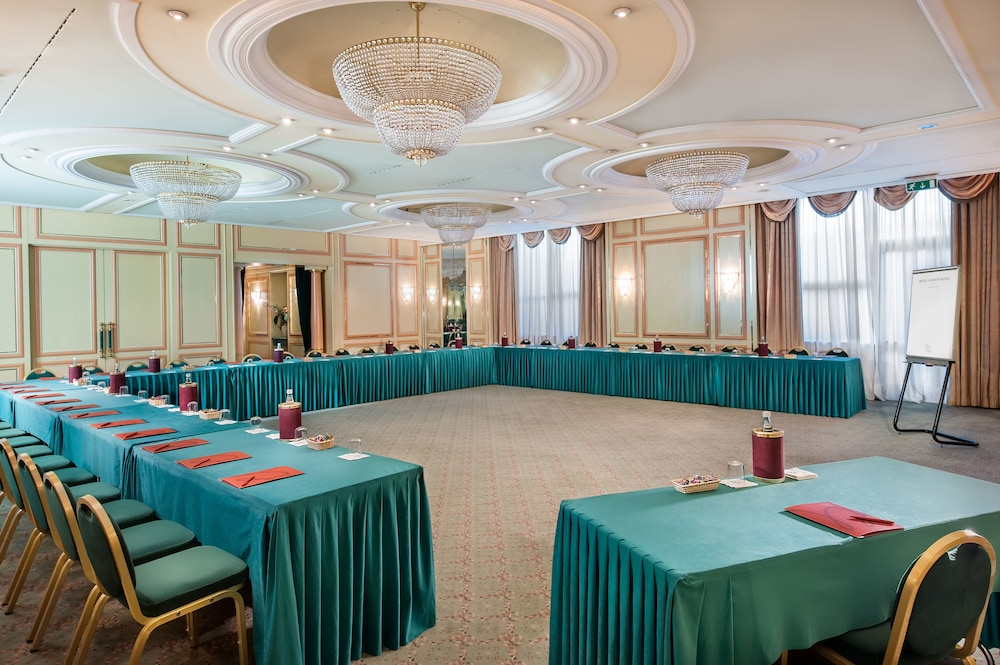 Meeting Facility, Royal Garden Hotel