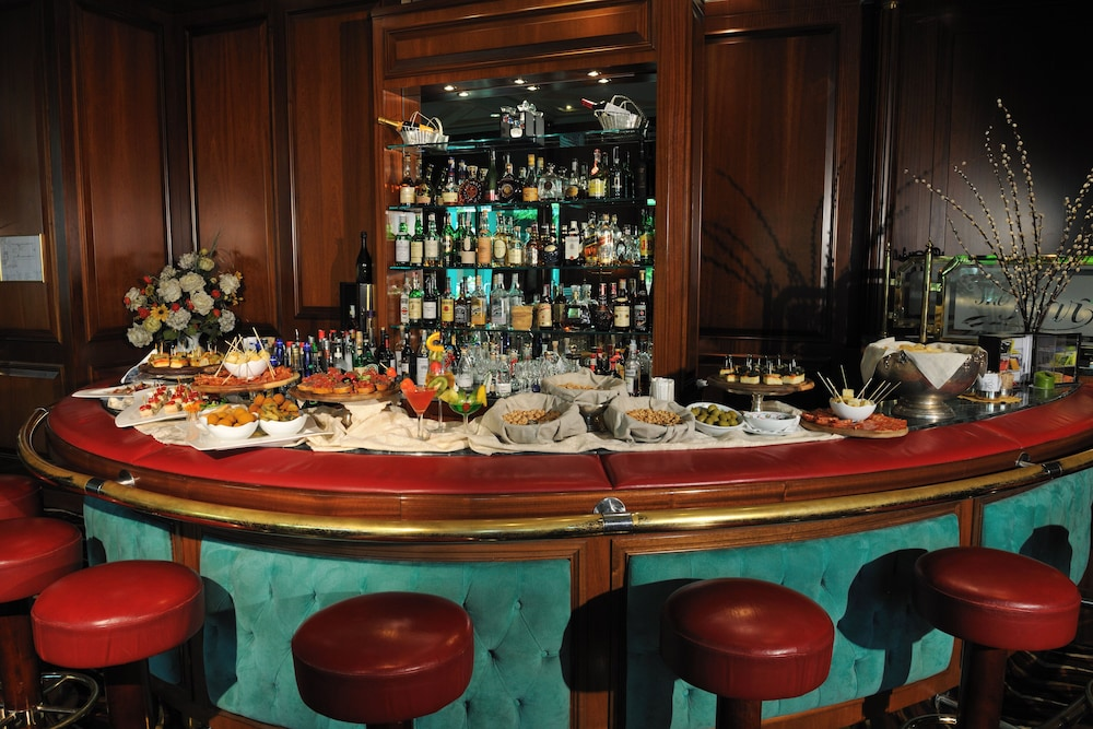 Bar, Royal Garden Hotel