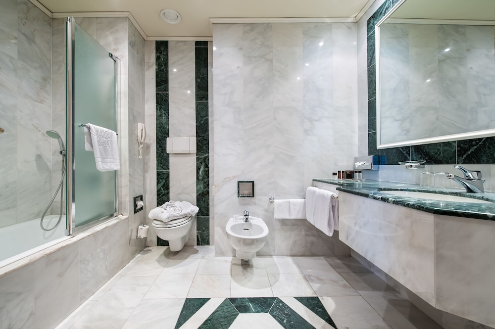 Bathroom, Royal Garden Hotel