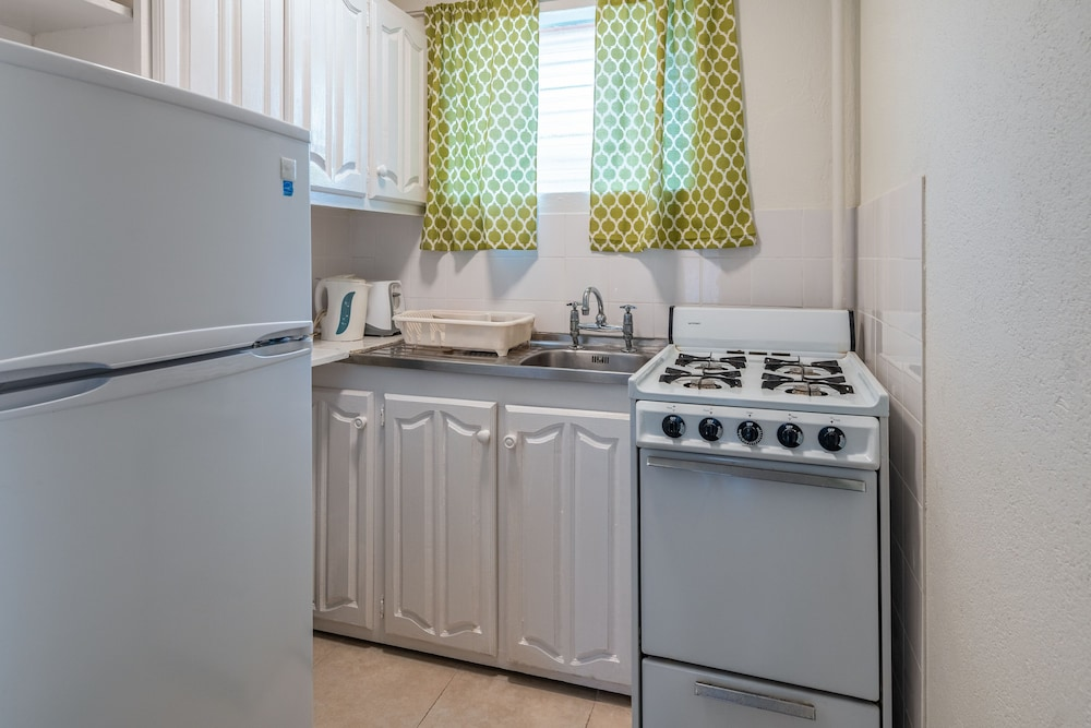 Private Kitchenette, Worthing Court Apartment Hotel