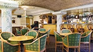 2 bars/lounges, cocktail bar, pub