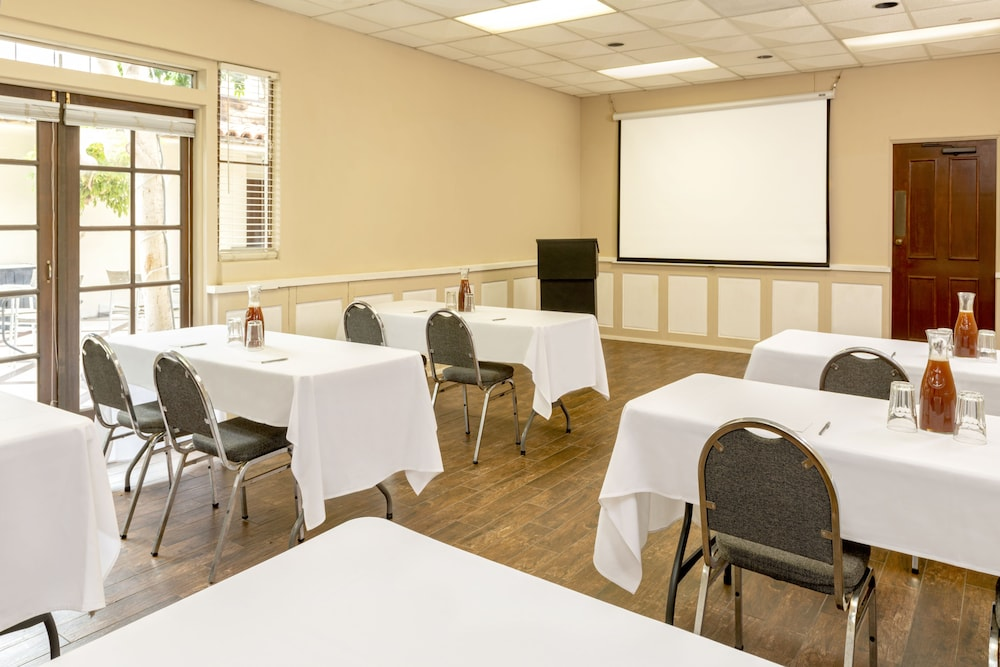 Meeting Facility, Clocktower Inn Ventura