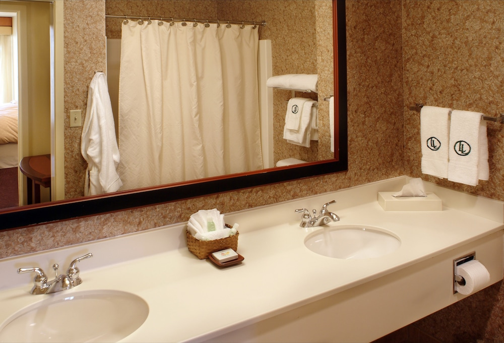 Bathroom, Larkspur Landing Campbell - An All-Suite Hotel