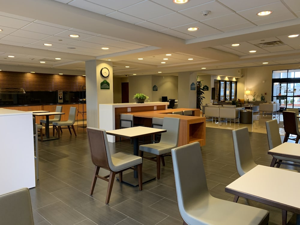 Dining, Wingate by Wyndham - Wilmington
