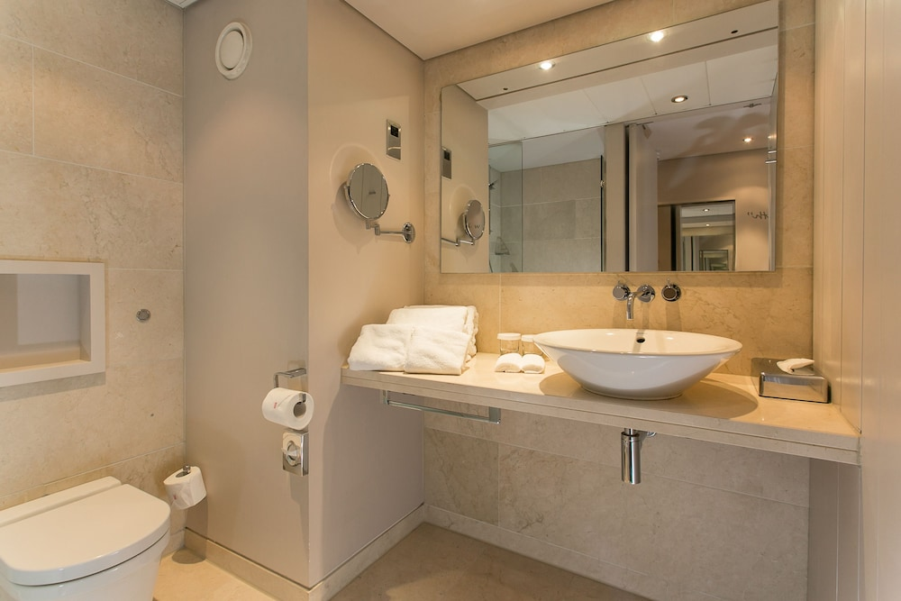Bathroom, The Morrison, a DoubleTree by Hilton Hotel