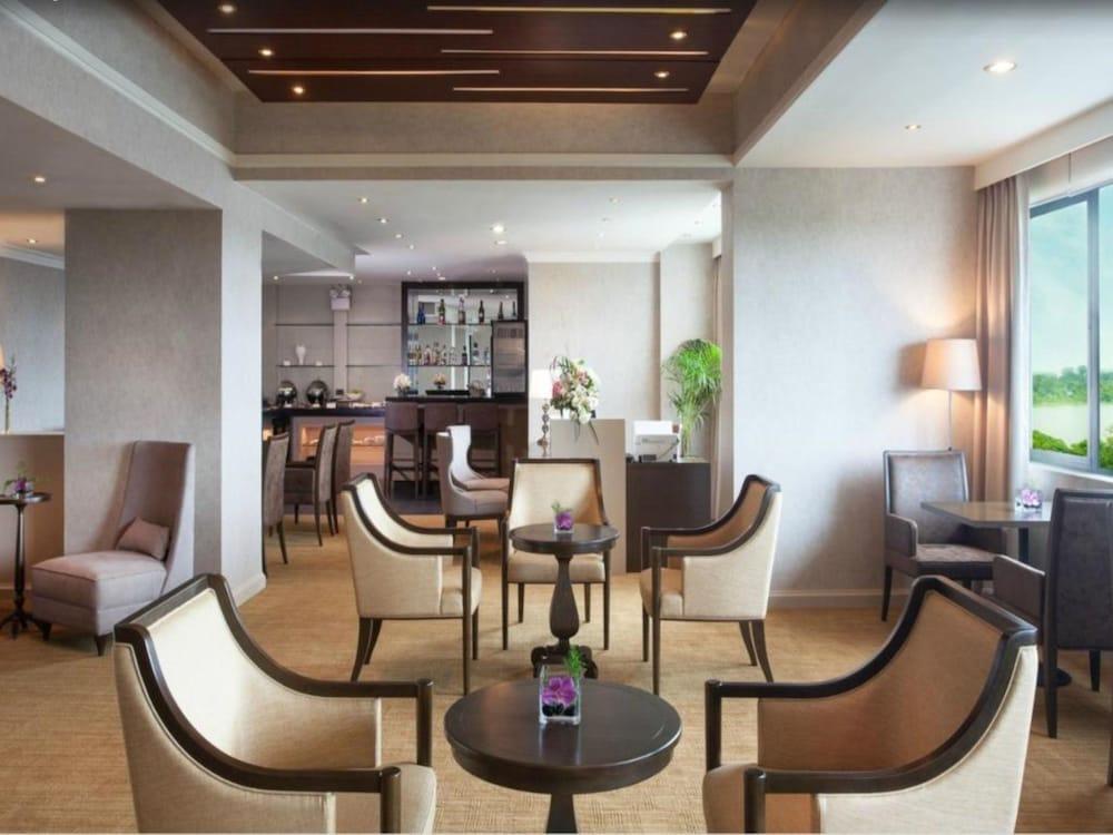 Sedona hotel yangon deals reviews yangon mmr wotif for Outdoor furniture yangon
