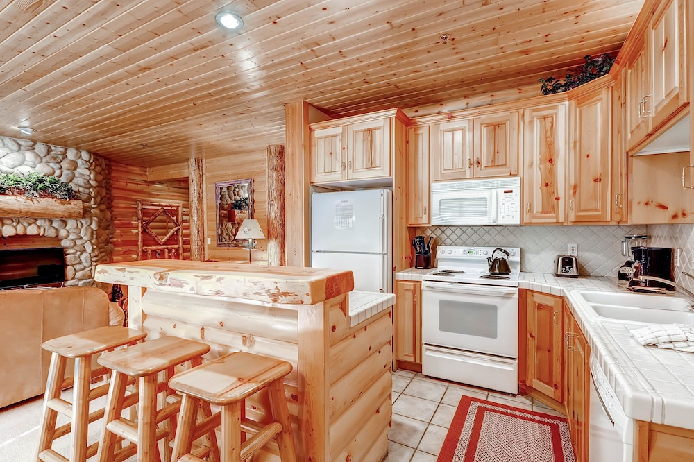 Private Kitchen, Black Bear Lodge by Vacasa