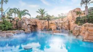 실내 수영장, 야외 수영장, 카바나(요금 별도)