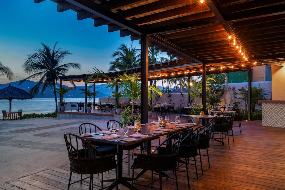 Restaurant, Thompson Zihuatanejo, a Beach Resort
