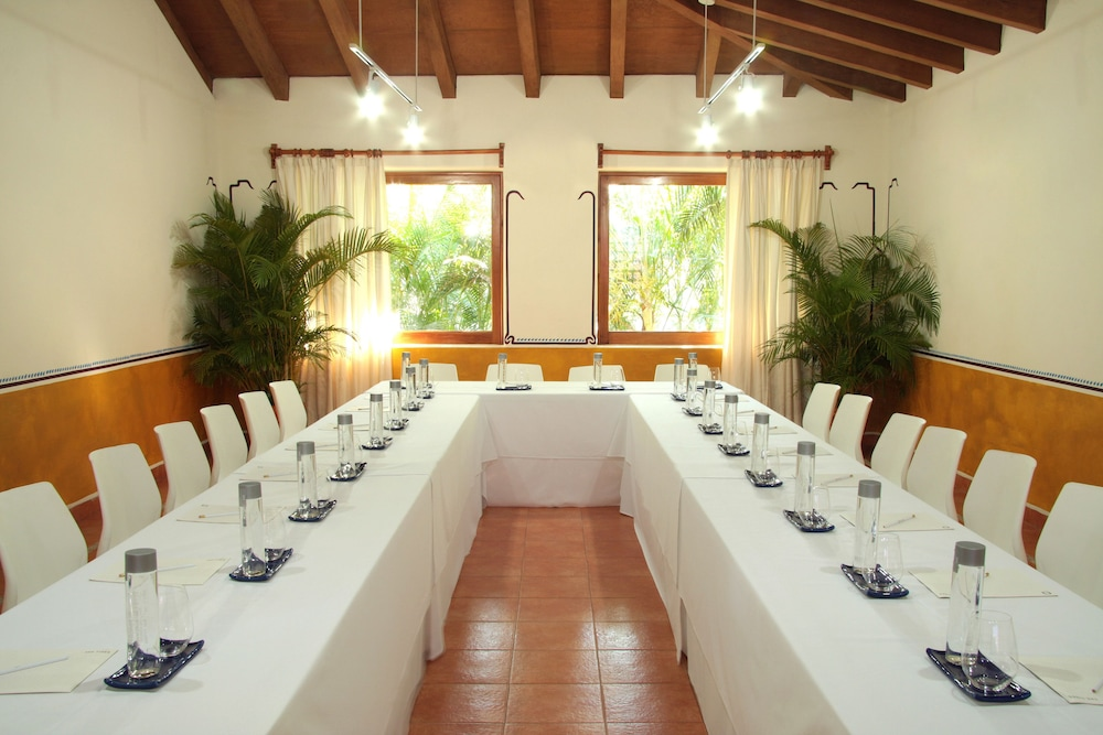 Meeting Facility, Thompson Zihuatanejo, a Beach Resort