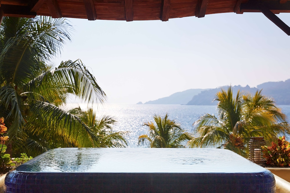 Room, Thompson Zihuatanejo, a Beach Resort