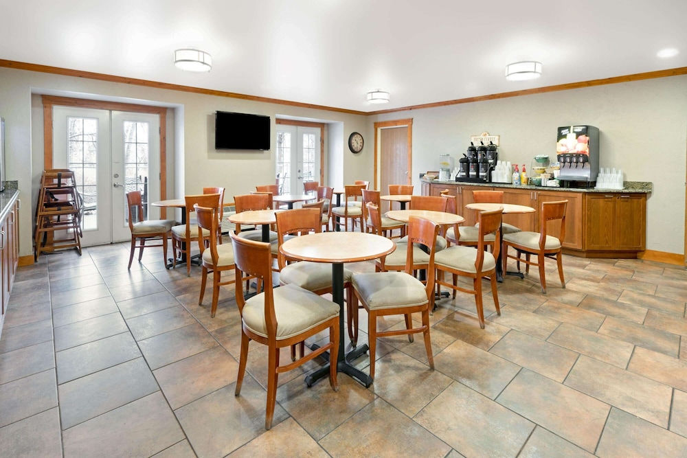 Breakfast Area, La Quinta Inn by Wyndham Missoula