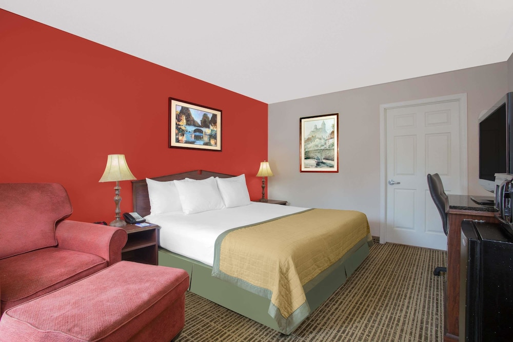 Room, Baymont by Wyndham Brunswick GA
