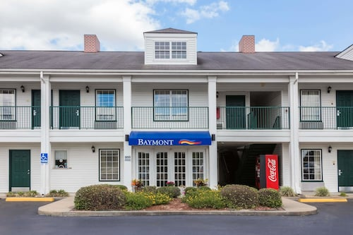 Baymont Inn and Suites Waycross, GA