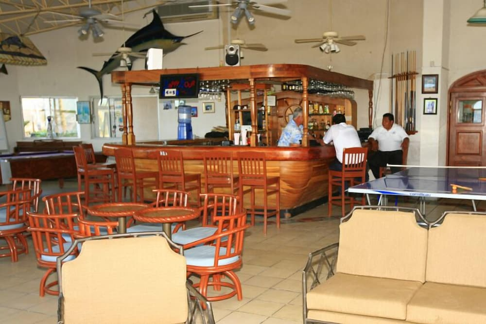 Bar, Buena Vista Beach Resort