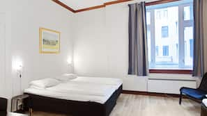 Skrivebord, wi-fi (inkludert) og sengetøy