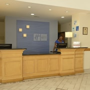 Holiday Inn Express Hotel & Suites Wilson-Downtown