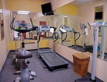 Fitness Facility, Super 8 by Wyndham Irving/DFW Apt/North