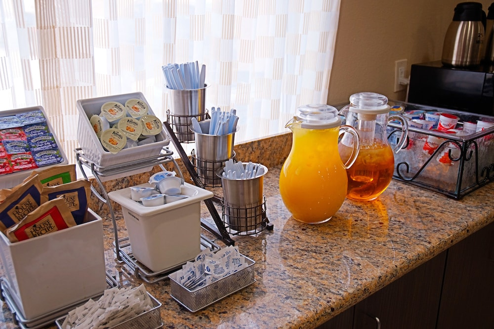 Breakfast Area, Super 8 by Wyndham Irving/DFW Apt/North