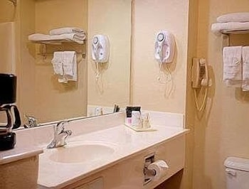 Bathroom, Super 8 by Wyndham Irving/DFW Apt/North