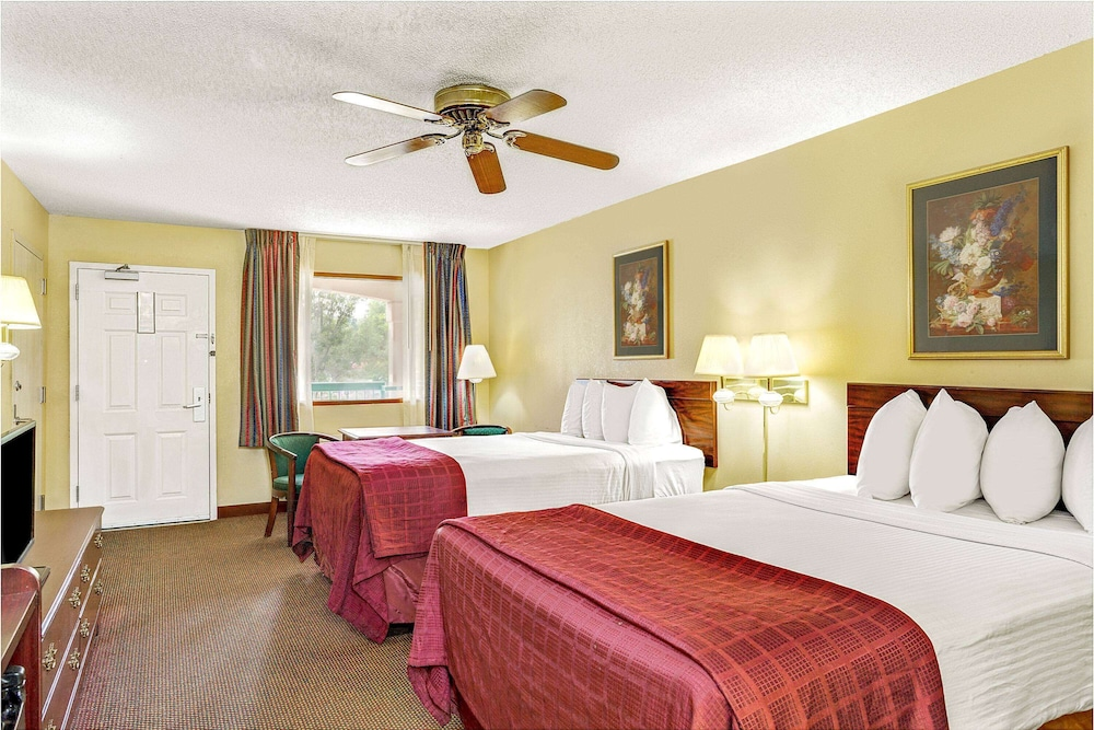 Room, Days Inn & Suites by Wyndham Peachtree City