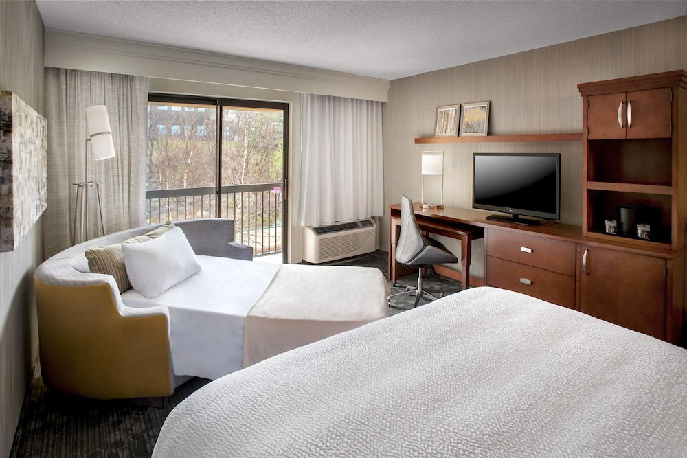 Room, Courtyard by Marriott Parsippany