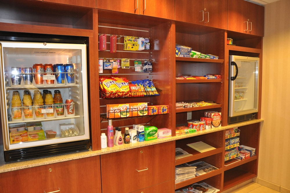 Gift Shop, Holiday Inn Hotel & Suites Overland Park - Convention Center