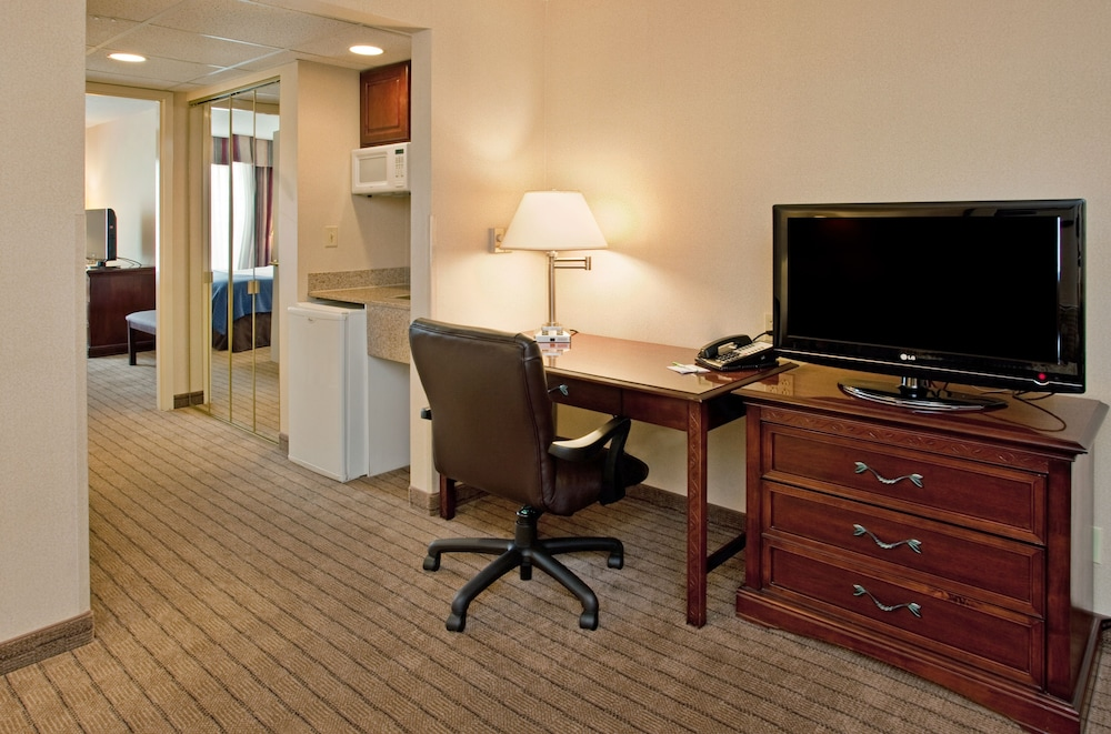 Room, Holiday Inn Hotel & Suites Overland Park - Convention Center