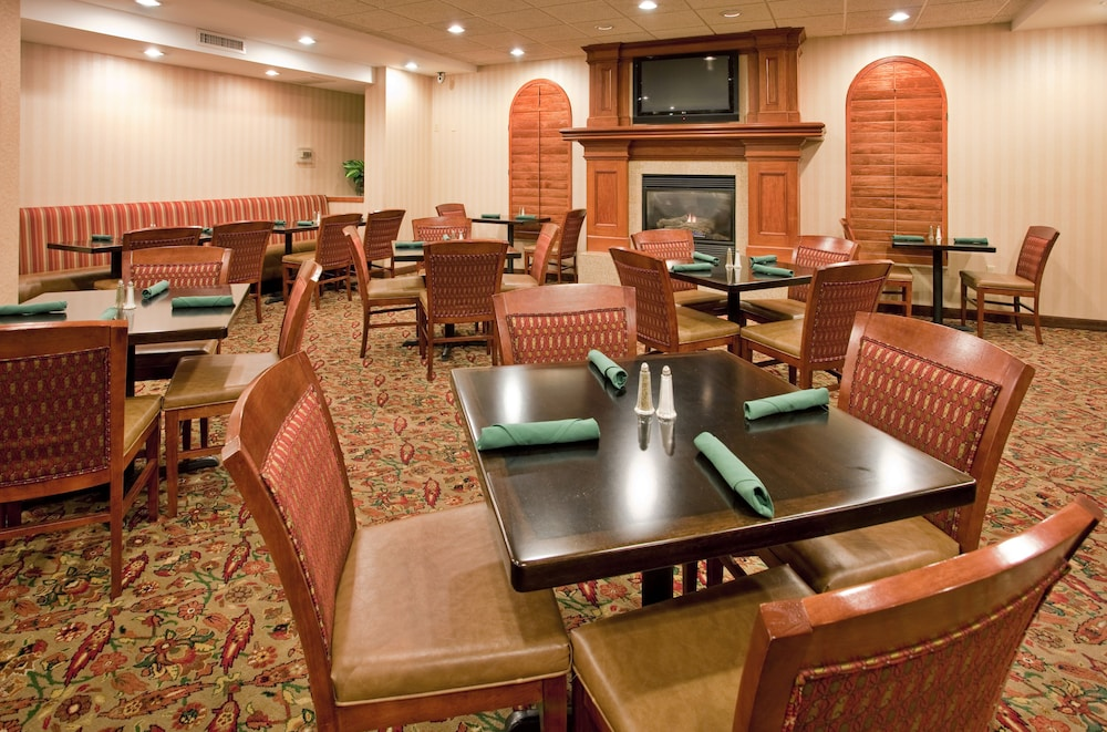 Restaurant, Holiday Inn Hotel & Suites Overland Park - Convention Center