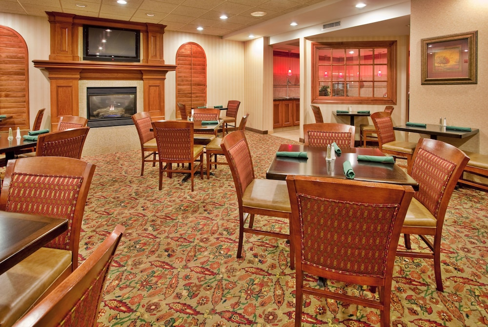 Breakfast Area, Holiday Inn Hotel & Suites Overland Park - Convention Center