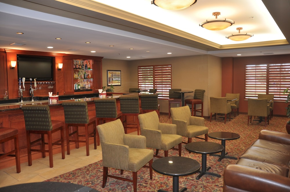 Lobby, Holiday Inn Hotel & Suites Overland Park - Convention Center
