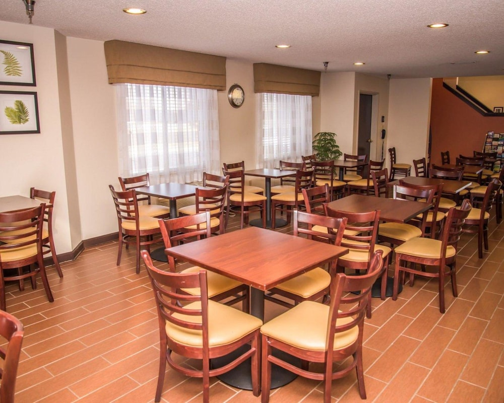 Dining, Sleep Inn & Suites at Concord Mills