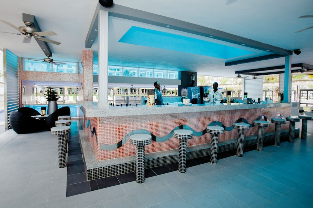 Bar, Riu Palace Macao – Adults Only All Inclusive