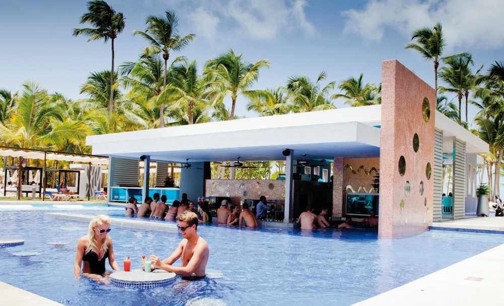 Poolside Bar, Riu Palace Macao – Adults Only All Inclusive