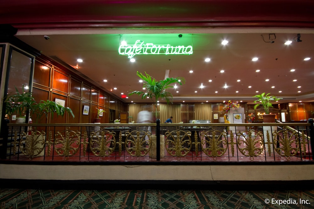 Restaurant, Waterfront Airport Hotel & Casino