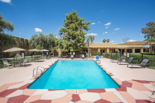 Days Hotel by Wyndham Peoria Glendale Area