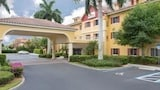 Hawthorn Suites by Wyndham Naples Pine Ridge - Naples Hotels