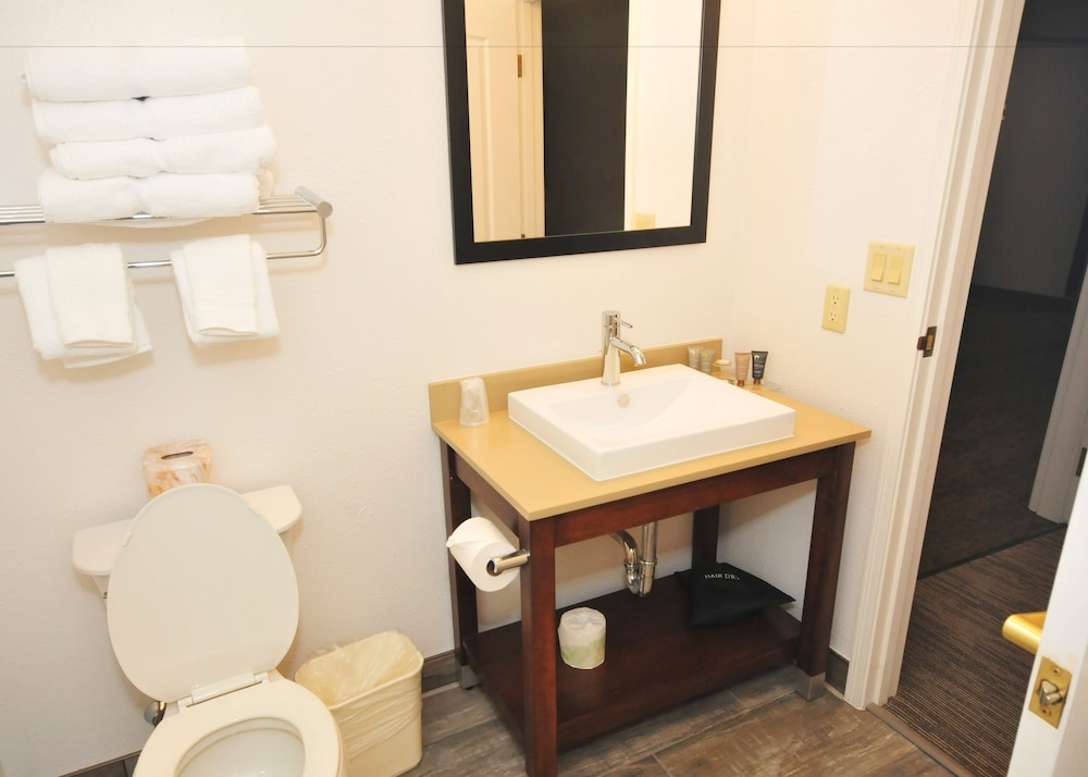 Bathroom, Riverview Inn & Suites, Ascend Hotel Collection