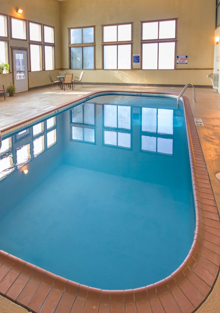 Indoor Pool, Riverview Inn & Suites, Ascend Hotel Collection