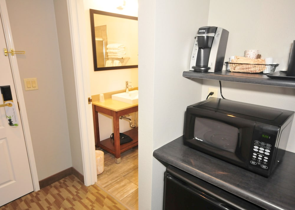 Room Amenity, Riverview Inn & Suites, Ascend Hotel Collection