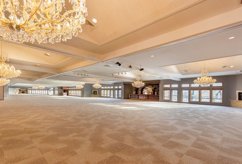 Ballroom, Riverview Inn & Suites, Ascend Hotel Collection