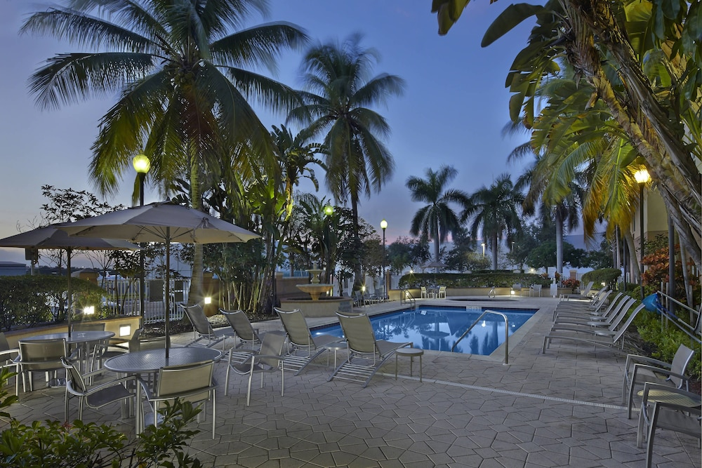 Outdoor Pool, Fairfield Inn And Suites By Marriott Boca Raton