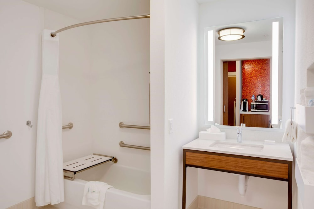 Bathroom, Hilton Garden Inn Oklahoma City Airport