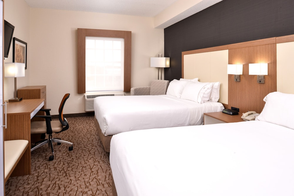Room, Holiday Inn Express & Suites Naples North - Bonita Springs, an IHG Hotel