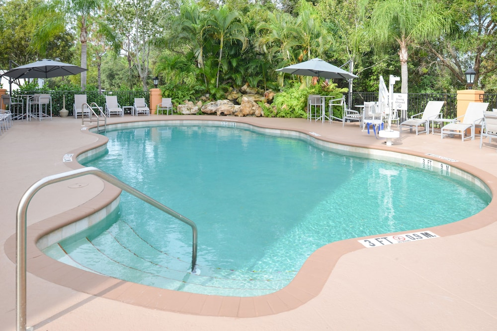 Outdoor Pool, Holiday Inn Express & Suites Naples North - Bonita Springs, an IHG Hotel