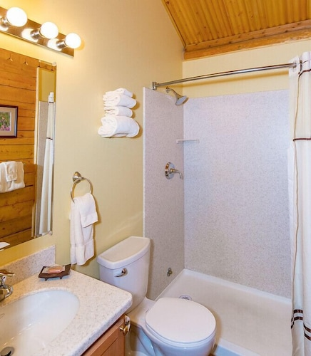 Bathroom, Grande Denali Lodge