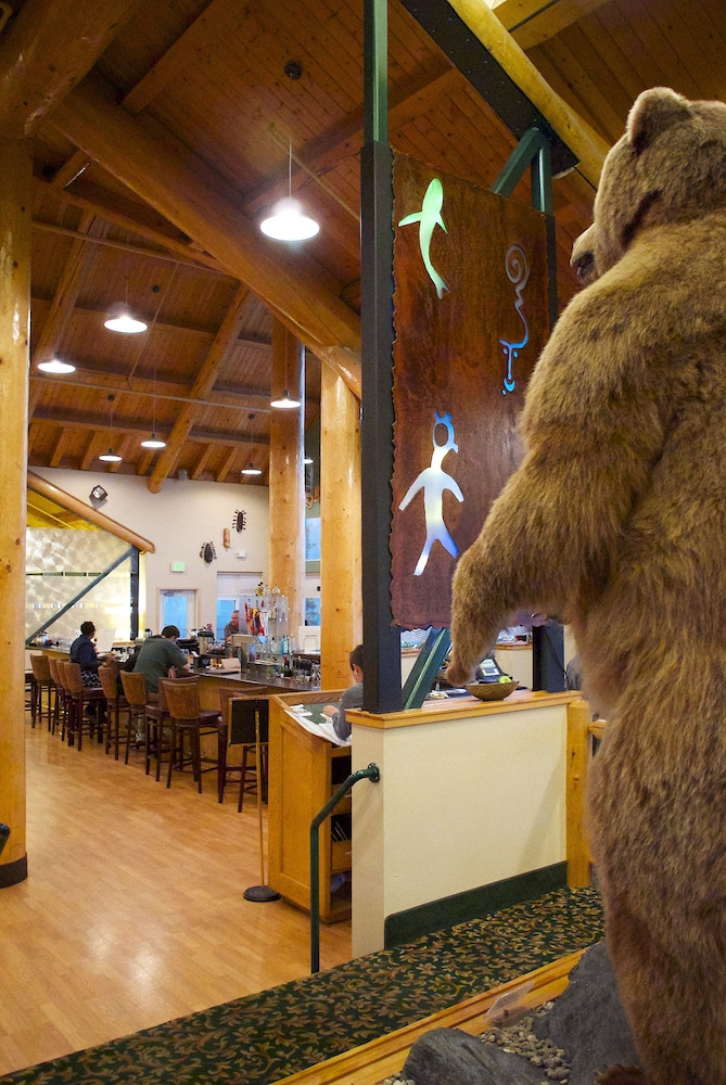 Dining, Grande Denali Lodge
