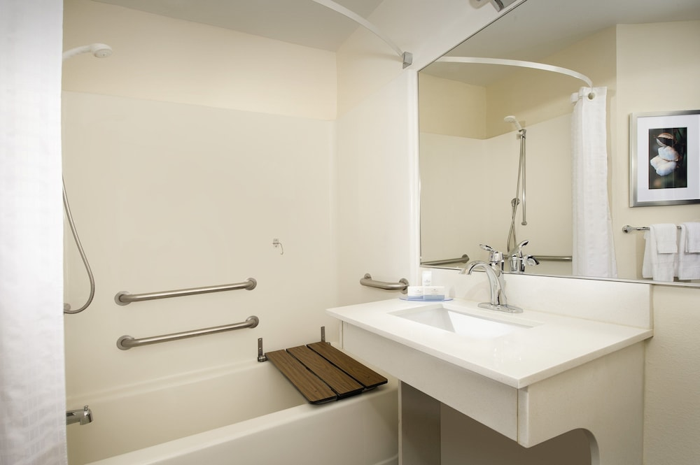 Bathroom, Candlewood Suites Richmond-South