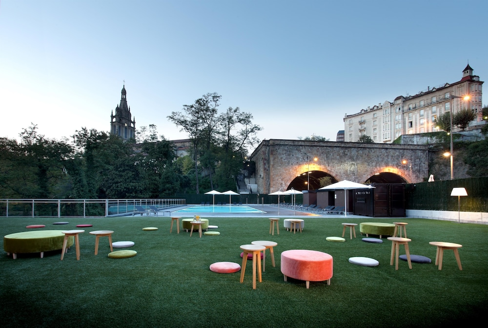 Outdoor Pool, Occidental Bilbao