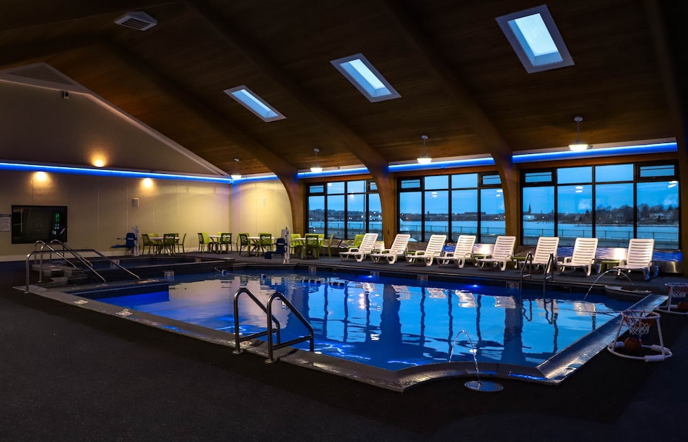 Indoor Pool, Seaport Inn & Marina